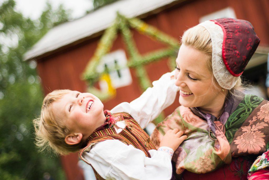 Szwedzi świętują przesilenie letnie